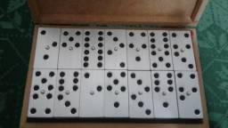 Domino preto de aluminio