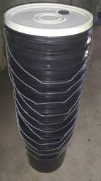 Baldes de 20 litros dos mais resistentes, duráveis com tampa