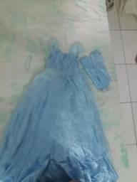 Vendo esse vestido lindo da Cinderela