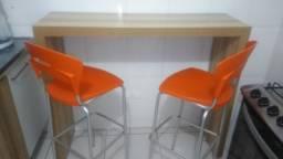 Balcão com 2 cadeiras