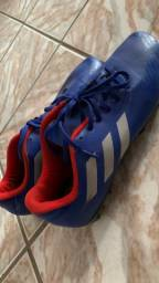 Chuteira de Futebol Adidas