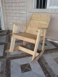 Título do anúncio: Cadeira de balanço em madeira