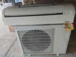 Título do anúncio: Vendo 2 aparelhos de ar condicionado 12.000 BTUs