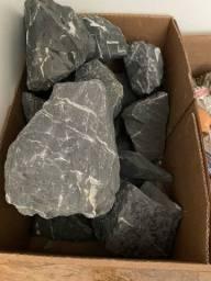 Título do anúncio: Pedra/ Rocha Mbreda Black Rock - 40 kg