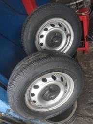 Título do anúncio: Jogo de roda aro 13 com os pneus meia-vida dos Pneus