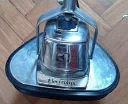 Título do anúncio: Enceradeixa Electrolux em perfeito estado