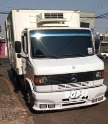 Caminhão 710 plus refrigerado