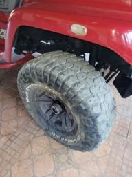 Vendo pneus de trilha