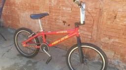 Bicicleta estilo bmx