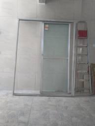 Porta de alumínio e vidro usada