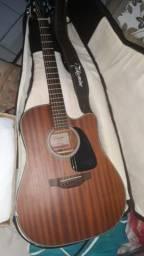 Vendo violão takamine modelo , acompanhado de uma tala e capa de couro , não faço troca