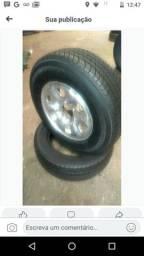 Um pneu novo 205/ 75/ 15