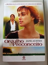 Livro: orgulho e preconceito. Em português e em inglês.