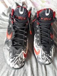 Nike Lebron Graffiti tem 9,5 US