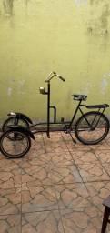 Vendo um triciclo dianteiro.