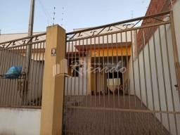 Casa com 3 quartos - Bairro Jardim Novo Horizonte em Rolândia