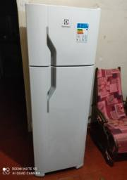 Refrigerador Electrolux 260 Litros + NF E Garantia De 1 Ano --- Sem Uso !!!