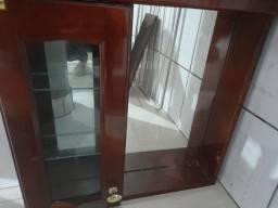 Armário de banheiro com lâmpada