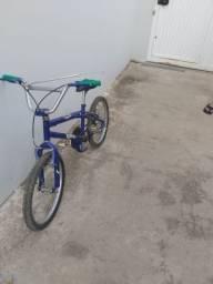Bicicleta em ótimo estado de conservação