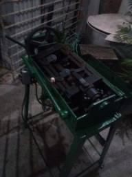 Vendo está máquina de desempenar arames valor 2.500