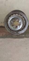 Vendo um aro n14, e dois   pneus completos n13 negócio