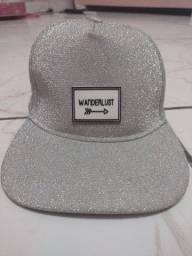 Vendo chapéu Aba Reta em perfeito estado.