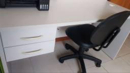 Escrivaninha MDF com cadeira giratória Courino
