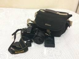 Câmera Nikon D5100 com lente Nikor 18-105mm