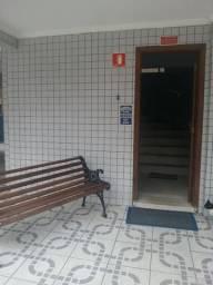 Código:770 apartamento de 01 dormitório, reformado á 02 quadras da praia bairro Aviação