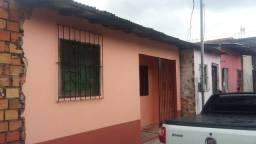 Excelente casa em em frente ao IML