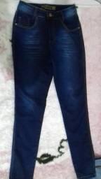 Vendo calça tamanho 38 semi nova.R$35,00