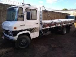 Caminhão 608 inteiro
