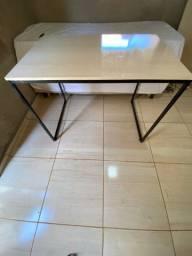 Mesa para estudo estilo industrial
