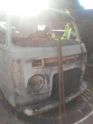 Kombi VW Ano 81/82 - Sucata - apenas carcaça completa