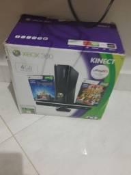 Xbox 360 com caixa