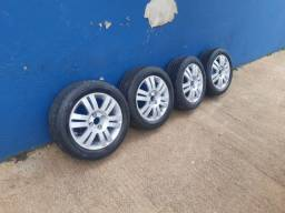 Roda e pneu aro 15