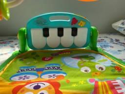 Tapete infantil com piano