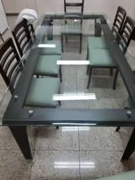 Mesa de Jantar com Fino Acabamento