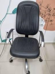 Título do anúncio: Cadeira preta