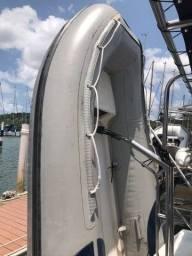 Título do anúncio: Troco bote de 2,80m por menor com fundo de fibra