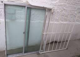 Janela de vidro e grade de ferro, 0,80 x 1,00