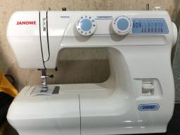 Máquina de costura Jerome nova na caixa
