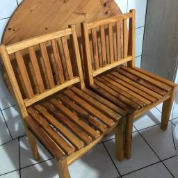 Cadeiras em madeira com assento anatômico
