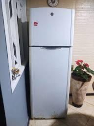 Título do anúncio: Vendo geladeira GE 470 litros