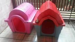 Duas casinhas plástica para cachorro