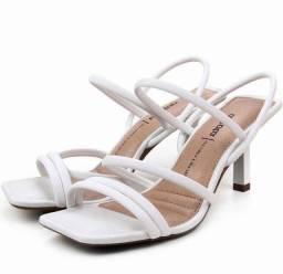 Sandália Dakota salto médio bico quadrado