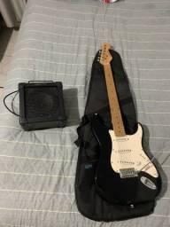 Guitarra stratocaster vogga com caixa de som e capa para guitarra.