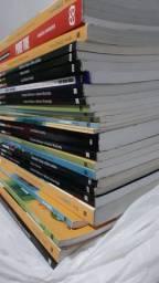 28 livros do 2° e 3° ano do ensino médio Voaz e Múltiplos
