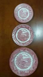 Trio de Pratos de Parede em Porcelana Inglesa