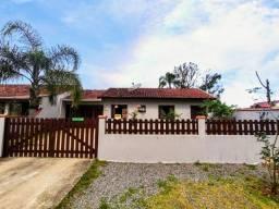 Casa com piscina, localizada na Barra do Saí!!
